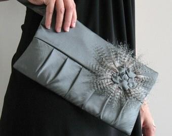 Vegan Wristlet purse , handmade evening bag , wristlet bag , bridesmaid gift , small purse ,vegan gift ,  sage green bag , canadian seller