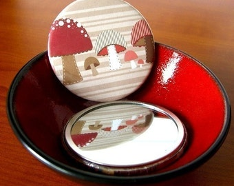 Mushroom Patch, Pocket Mirror, Toadstool, Woodland, Forest Finds, Handheld,  Accessory, Party Favor, Small Mirror, Nature Themes, Red Shroom