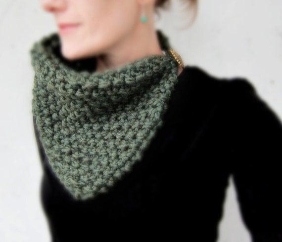 Chunky knit scarf green soft wool scarflette cowl neckwarmer memake handmade winter fashion accessory