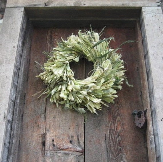 natural CoRN HuSK WReATH   for wall or door decoration  Medium size