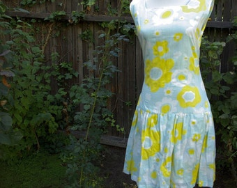 DAISY Chain 1960's 70's Vintage Light Blue Yellow MOD Scooter Dress with Hidden Shorts // size Small
