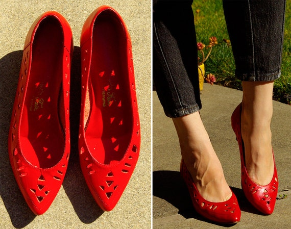 Aztec Indian Summer Vintage 1980's 90's Red Leather Cutout Kitten Heels