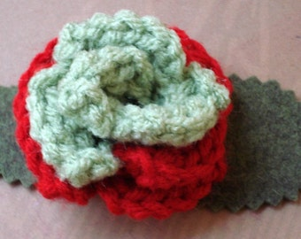 Crocheted Rose Bar Pin - Red and Light Olive Green (SWG-PS-ZZ04)
