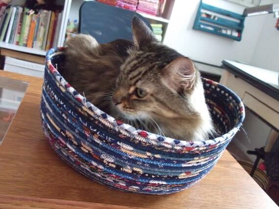 Cuddly cat Snuggle Bed - Blue
