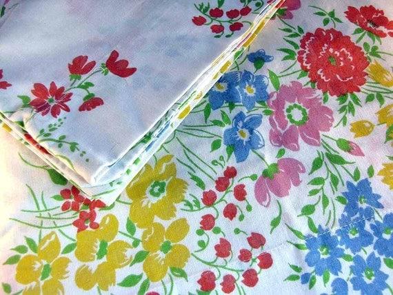 SALE Pillowcase Pair Vintage 1970s Floral