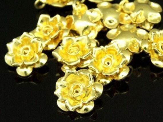 KG-182 thai karen hill tribe silver 3 gold vermeil small wild flower charm