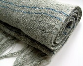vestiges MADE TO ORDER Grey very light hand-woven unisex scarf / Echarpe tres fine tisse a la main unisexe couleur grise