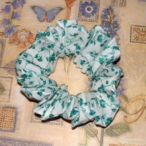 English Ivy Hair Scrunchie, Classic Vine Hair Tie, Adult Large 80's Style Ponytail Holder