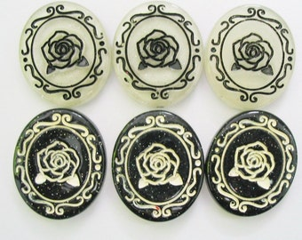 10 pcs. Classic black and white rose oval cab 26 x 31 mm.