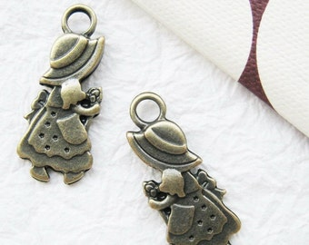 10 pcs of  tiny charms - Antique brass Sunbonnet Sue charm set 2