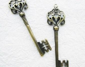 5 pcs charms - Antique brass vintage key  charm