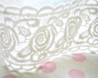 2 yards of scallop rose cotton venice lace trim