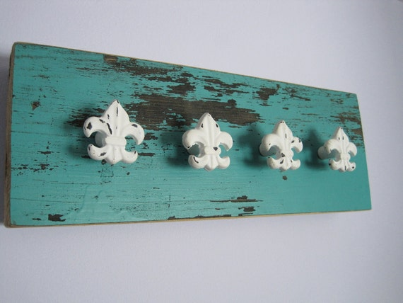 jewelry holder,  shabby jewelry display, reclaimed wood necklace holder, jewelry knob rack.