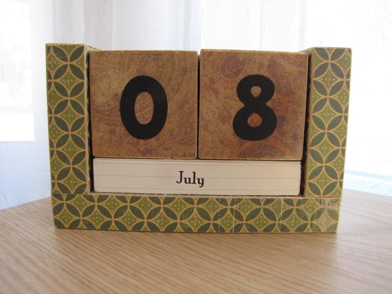 Perpetual Wooden Block Calendar - Green and Brown Pattern - Great for Dads