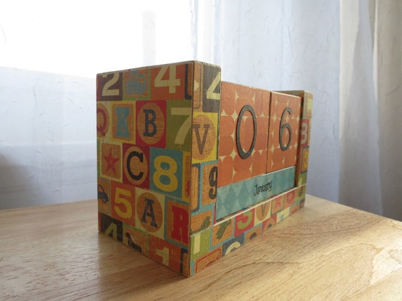 Perpetual Wooden Block Calendar - Retro Look Vintage Blocks - Letters and Numbers