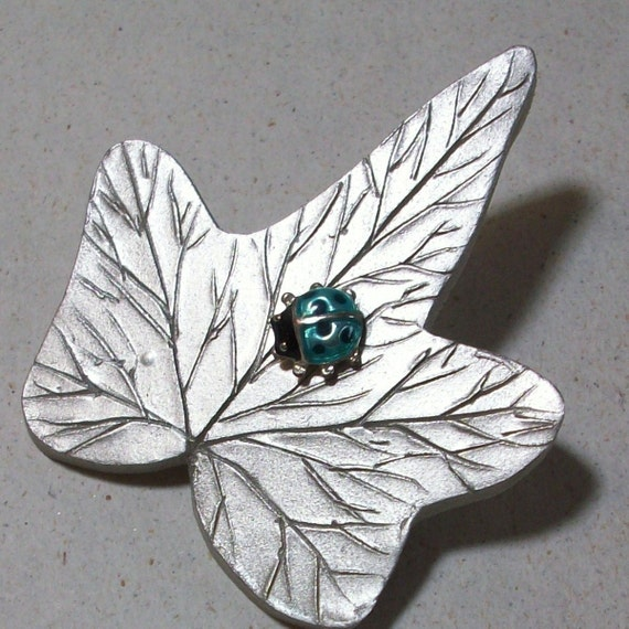 Silver ivy brooch. clearance