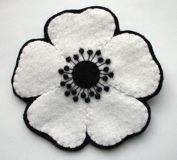 SALE Large white poppy, felt flower brooch