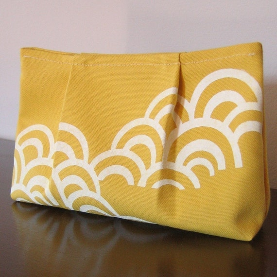 horizon pleat pouch in yellow and white