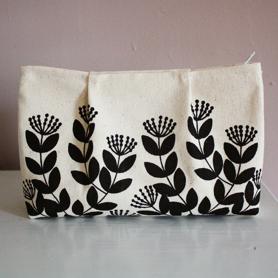 flora pleat pouch in black and white