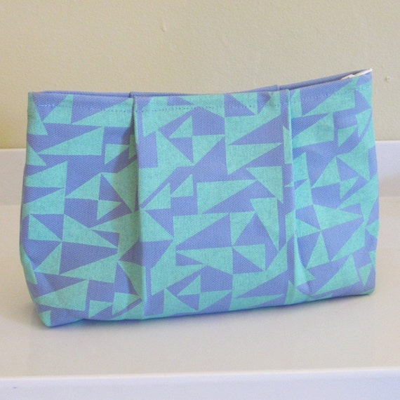TRIANGLES pleat pouch in blue