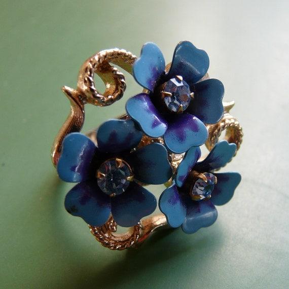 posie ring - vintage enamel flowers