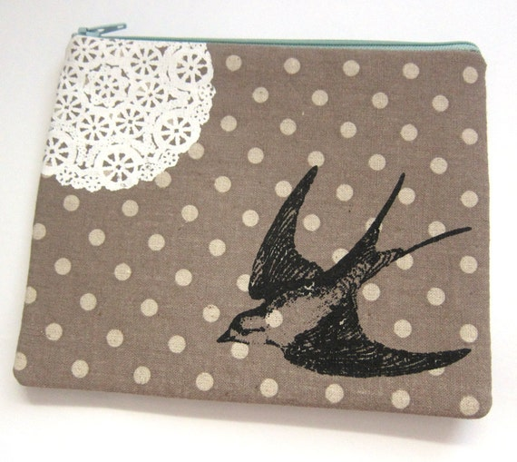 Pouch Swallow and Lace on Brown Dotty Linen