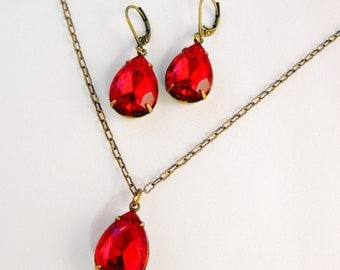 Beautiful Ruby Red Teardrop Pear Shaped Hollywood Glamour Glass Faceted Drop Necklace and Earrings