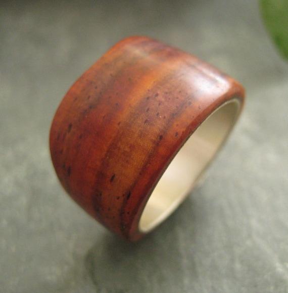 Organico - hand carved nambaro wood ring