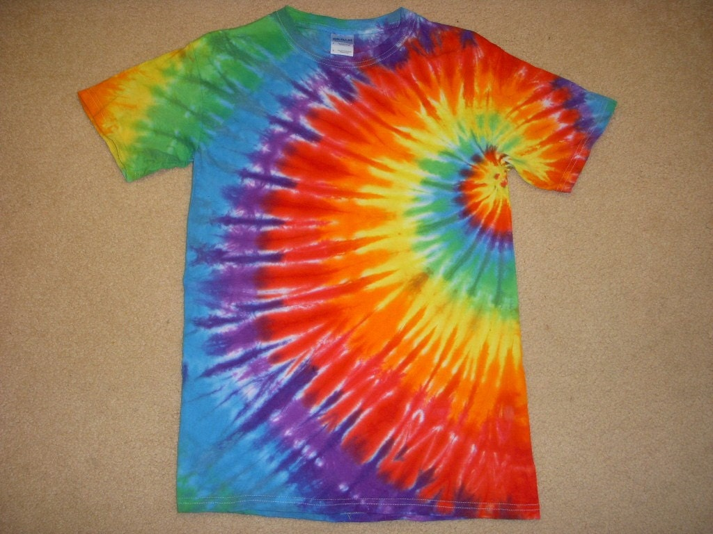 small tie dye t shirt side swirl design