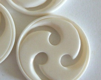 1 35mm Carves Bone Bead Button Round White Pendant