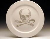 skull and cross-utensils 9 inch dinner plate in GHOSTIE GREY