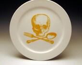 skull and cross-utensils 9 inch dinner plate in GOLDENROD