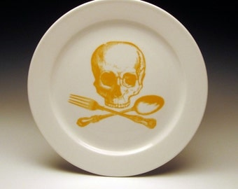 skull and cross-utensils 9 inch dinner plate in GOLDENROD