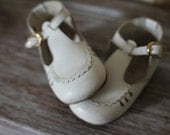 Vintage White Leather Baby Shoes Sandals with Buckle Scalloped Trim  Eyelets and T Strap Size 5 Mary Janes Easter Shoes