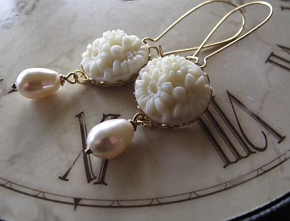 Ivory Bridal Jewelry,Tear Drop Pearl Earrings, Vintage Inspired Wedding, Cream Pearl Earrings