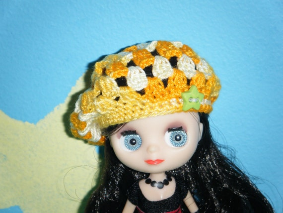 SALE itty bitty beret hat for petite blythe. cotton thread