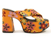 90s Zodiac Platform Crisscross Sandals in Atomic Orange Daisy Satin / sz 6