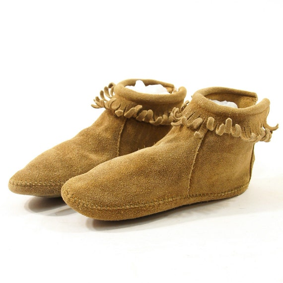 Minnetonka Ankle Moccasins with Fringe Trim / Women's sz 6.5