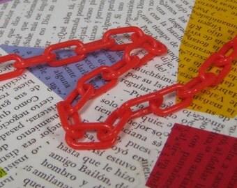 Plastic Chain, Red 9mm x 15mm links, 1 Yard