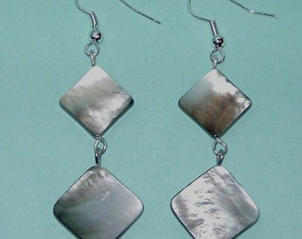 Dangling Natural mother of Pearl Earrings