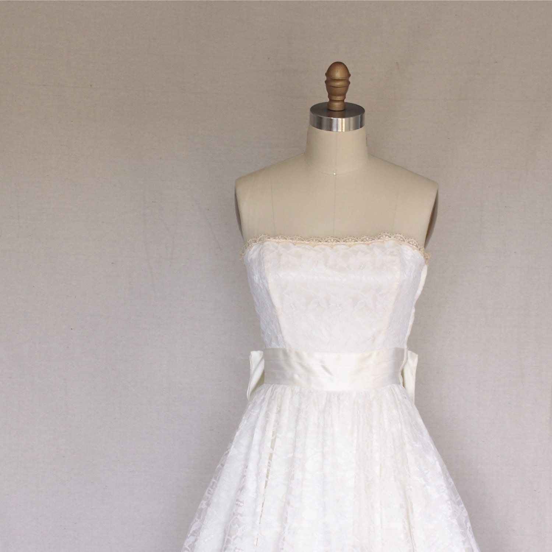 White Lace Cream Satin Strapless Big Bow Wedding Dress