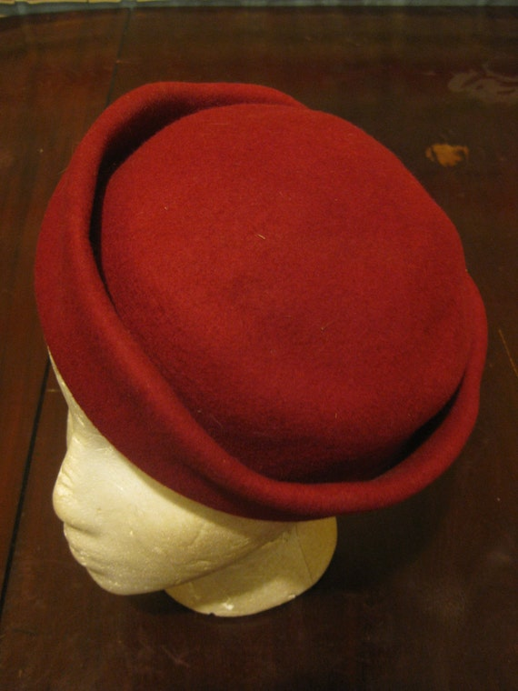 Deep Red Wool Felt Hat 1940s size 22 Rockabilly Mad Men Merrimac Hat Corp. Made in USA