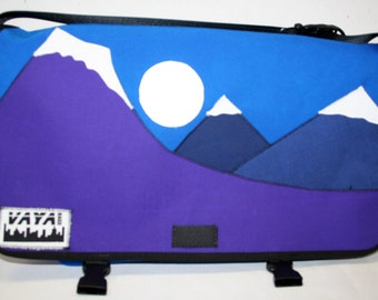 Scenic Medi Mountain Messenger Bag