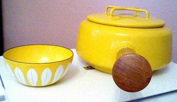 Kobenstyle Baby-- Dansk enamelware fondue pot in yellow sungold. Made in France IHQ