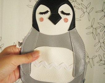 Nikki the Penguin Cute Vintage Inspired Brown Vinyl Zipper Purse Carry All