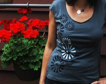 SALE - S,L- Graphic tee for women, womans tops tshirts, silkscreen womens t-shirt, womens tees, gray tshirt, pinwheels