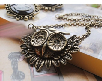 Bronze Vintage  Owl Pendant Necklace with 16 Inch Alloy Chain