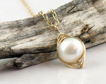 Perfect Pearl Necklace in Gold