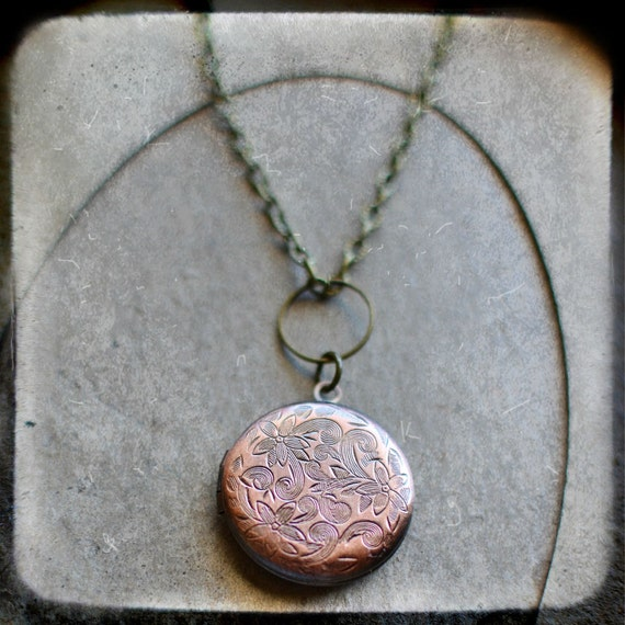 VICTORIA  ...  talula ...  Southern Gypsy Estate Locket Charm Necklace