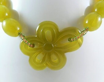 "Carved Serpentine Bead Necklace, daisy necklace, statement, vaseline beads, adjustable from 21""-24"""